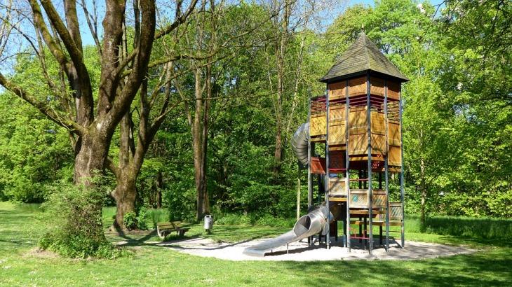 playground-1383133_960_720
